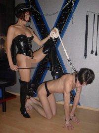 Herrin Erzieht Sklaven